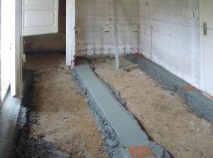 En la foto se pueden apreciar las maestras para nivelar suelo y conseguir la mejor planimetría