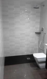 Paleta especialiado en la reforma de cuartos de baño en Barcelona